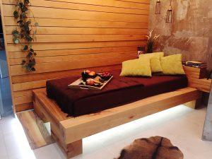 Ukážka dizajnového interiéru z exotickej dreviny.