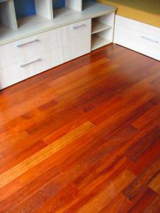 Pokladanie parkiet a renovácia drevených podláh z exotických drevín