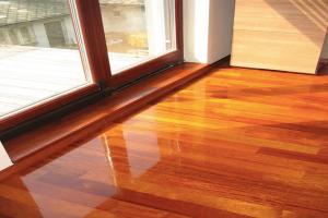Kvalitné podlahové parkety - pokladanie a renovácia masívnych podláh z kvalitných exotických drevín