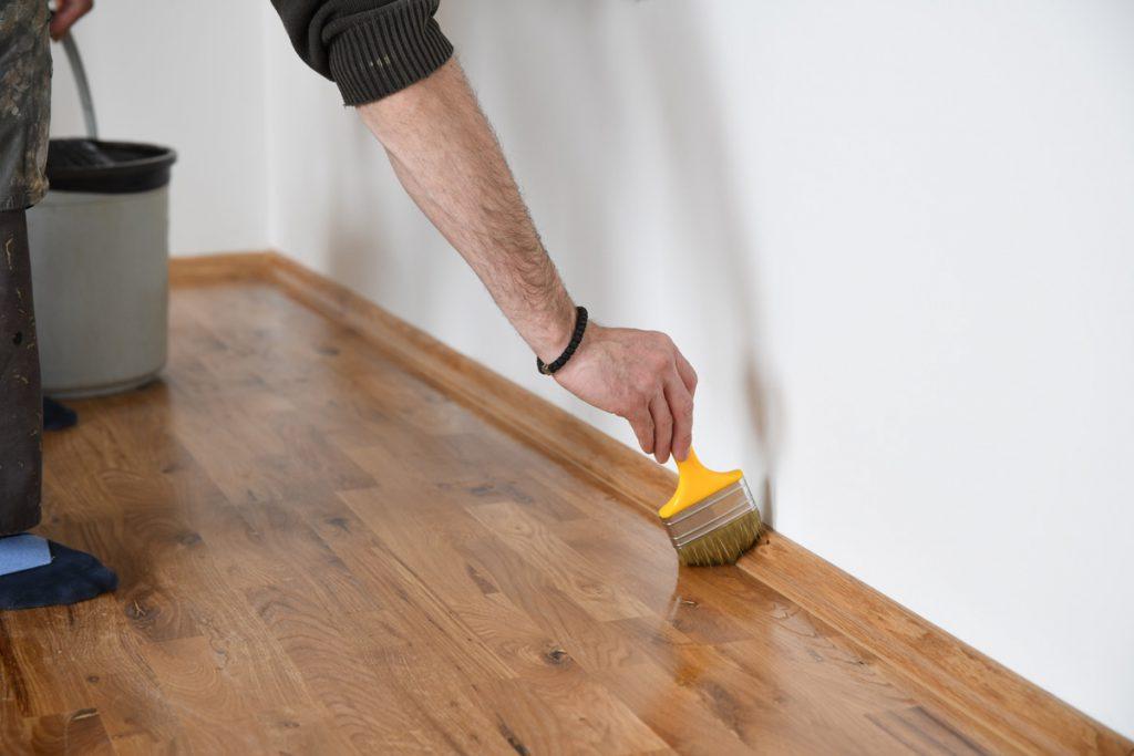 Renovácia masívnej podlahy v interiéri