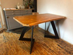 Interiérové doplnky na mieru - masívny stôl